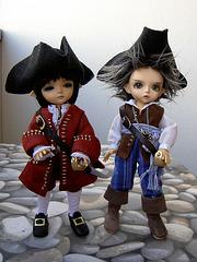 Fomalhaut and Deimos as pirates