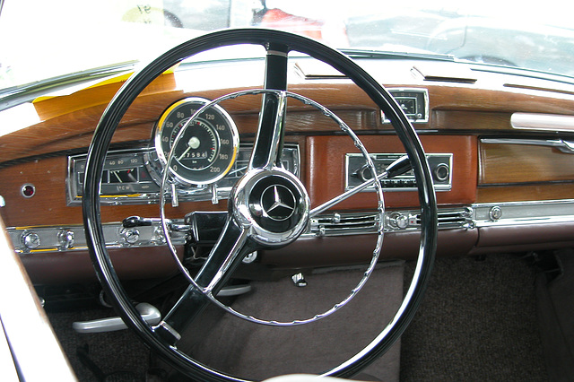 Mercs at the National Oldtimer Day: dashboard of the 1959 Mercedes-Benz 300 Dora