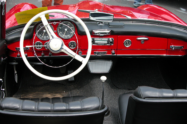 Mercs at the National Oldtimer Day: dashboard of a 1956 Mercedes-Benz 190 SL
