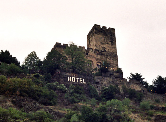 Visiting the Rhine valley in Germany: even knights need a hotel