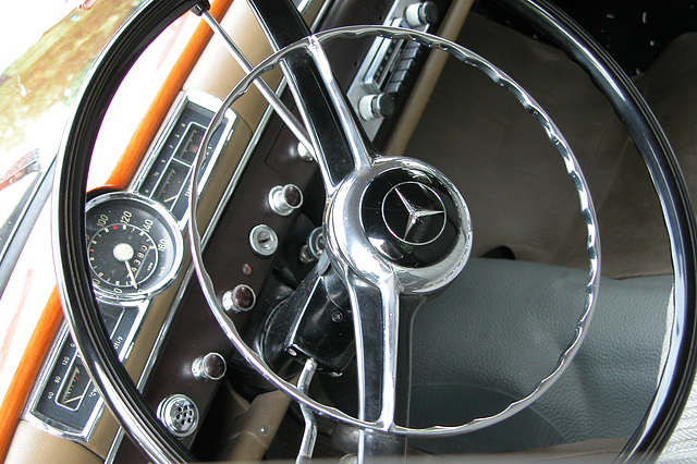 Mercs at the National Oldtimer Day: dashboard of a 1950s Mercedes-Benz 170