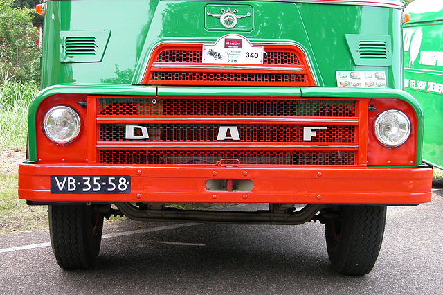 Heavy vehicles at the National Oldtimerday: 1960 DAF 2000 DO