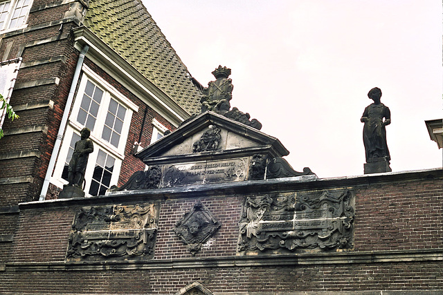 Things on your rooftop: nr. 13 Statues of Orphans