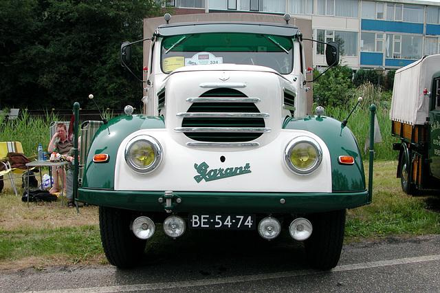 Heavy vehicles at the National Oldtimerday: 1957 Phänomen Garant
