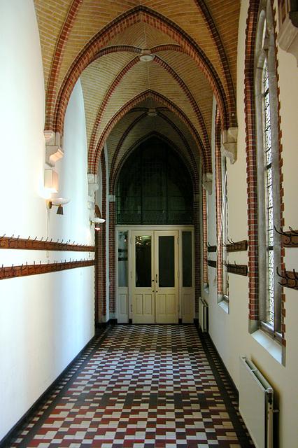 Academy Building of Leiden University just before a mayor refurbishment: hall