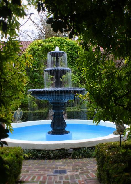 Fountain, Calhoun Mansion