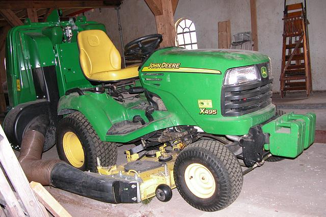 Fancy lawnmower: John Deere X495