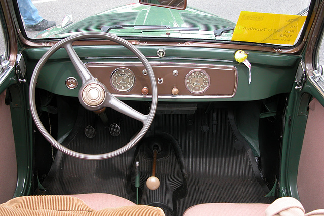National Oldtimer Day in Holland: 1954 Fiat 500 C Topolino dashboard