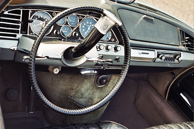 1968 Citroën DS Convertible – dashboard