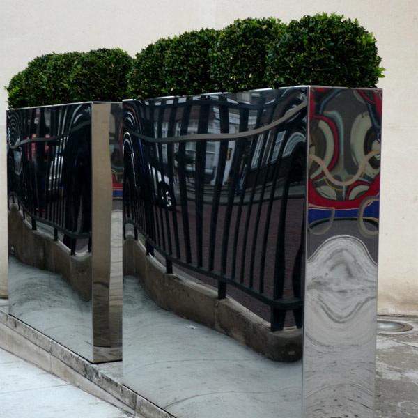 Wavy railings