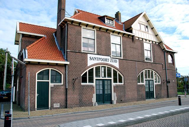 The station building of Santpoort-Zuid