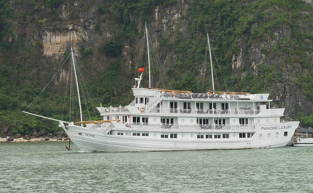 'Paradise Luxury' in Ha Long Bay