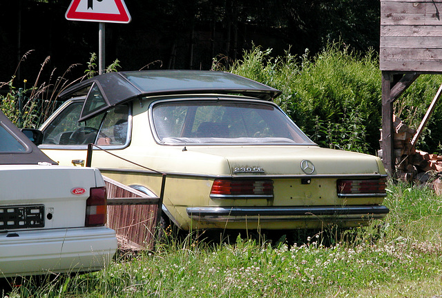 On the road in Germany: Mercedes-Benz 230 CE