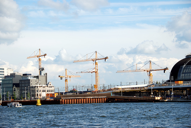 A trip with the steam tug Adelaar: cranes over Amsterdam