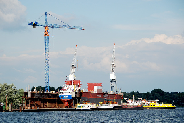A trip with the steam tug Adelaar: Oranjewerf (Orange Shipyard) working on the Ritske