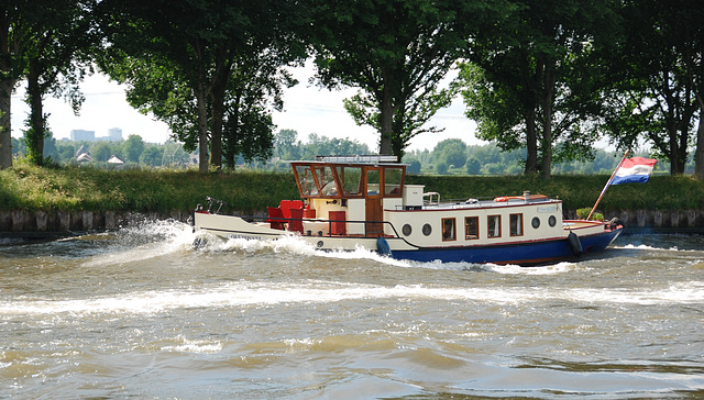 A trip with the steam tug Adelaar: The Overijssel on the Amsterdam-Rhine Canal