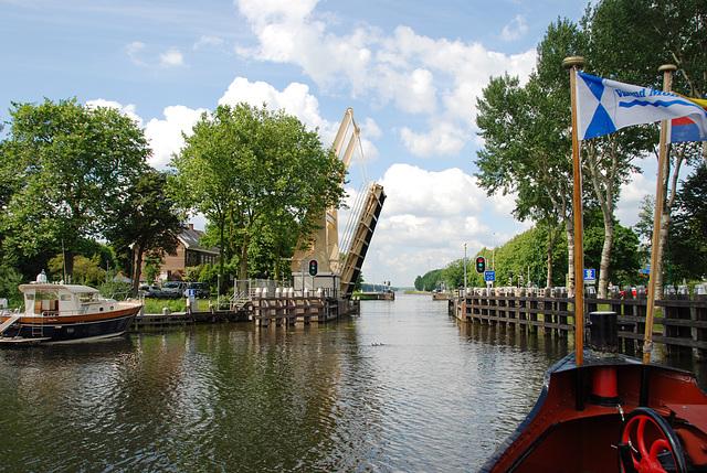 A trip with the steam tug Adelaar: The bridge at Nigtevecht