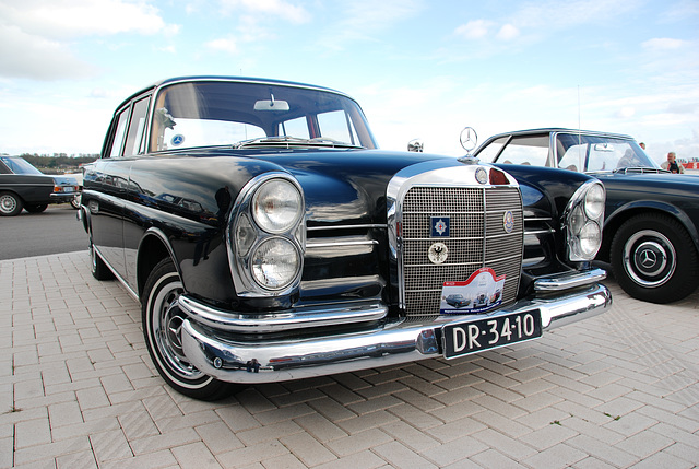 Autumn Mercedes meeting – Heckflossen: 1960 Mercedes-Benz 220 SB