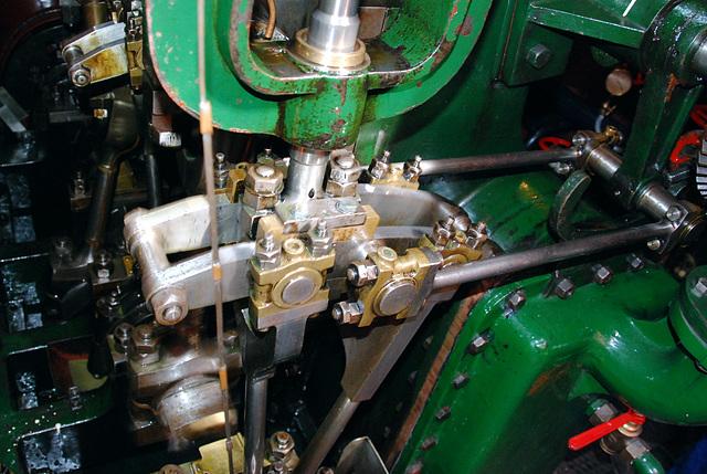 A trip with the steam tug Adelaar: Stephenson reversing gear