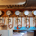 A trip with the steam tug Adelaar: pressure and vacuum gauges in the engine room