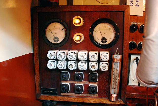 A trip with the steam tug Adelaar: electric generator of the Adelaar