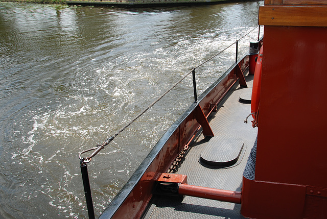 A trip with the steam tug Adelaar: turning around
