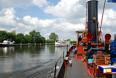 A trip with the steam tug Adelaar: cruising the Vecht