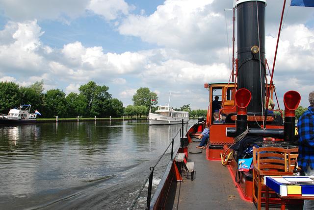 A trip with the steam tug Adelaar: cruising the Vecht