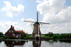 A trip with the steam tug Adelaar: Windmill along the Vecht