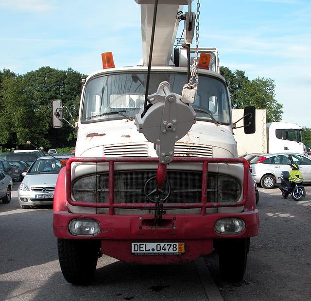 Mercedes-Benz crane