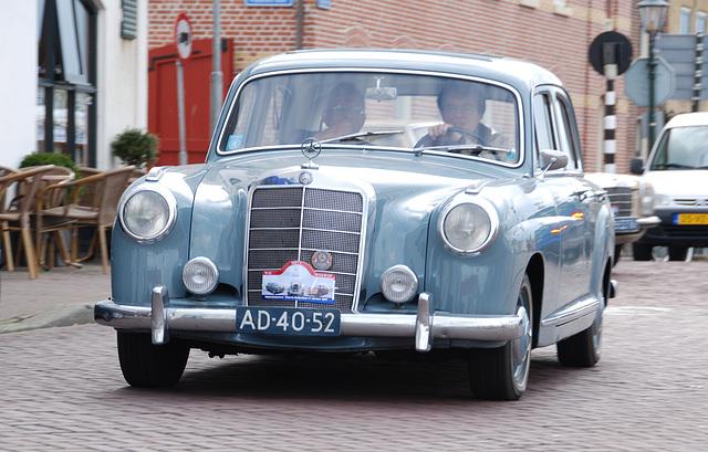 Mercedes Meeting: 1959 Mercedes-Benz 219