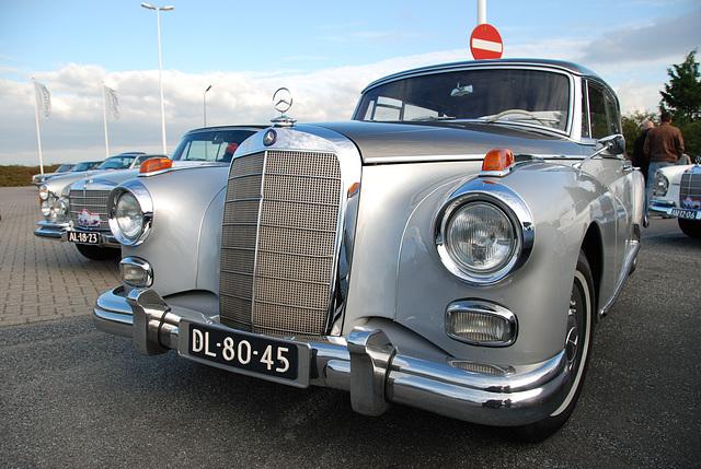 Mercedes Meeting: 1960 Mercedes-Benz 300d