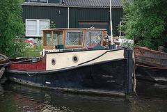 A trip with the steam tug Adelaar: old tug along the Vecht