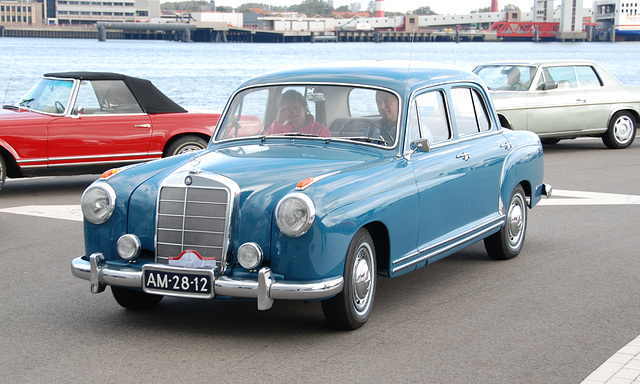 Mercedes Meeting: 1954 Mercedes-Benz 220
