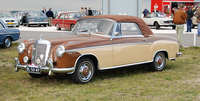 Mercedes Meeting: 1957 Mercedes-Benz 220 S cabriolet