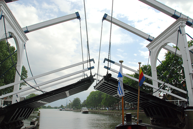A trip with the steam tug Adelaar: the bridge at Weesp
