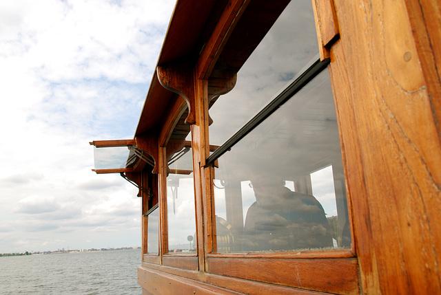 A trip with the steam tug Adelaar: the bridge