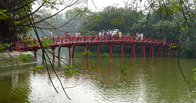 Huc Bridge, Hoan Kiem Lake