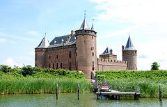 A trip with the steam tug Adelaar: Muiderslot (Castle Muiden)