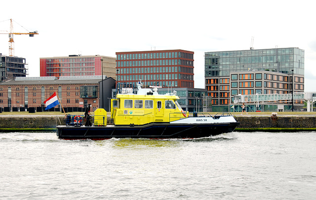 A trip with steam tug Adelaar: ship of the Dutch public works department Rijkswaterstaat