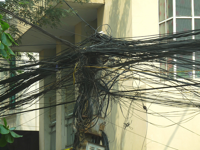 Chaotic Electric Cables
