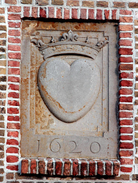 Crowned heart gable stone