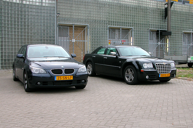 2004 BMW 530 D and 2006 Chrysler 300 C
