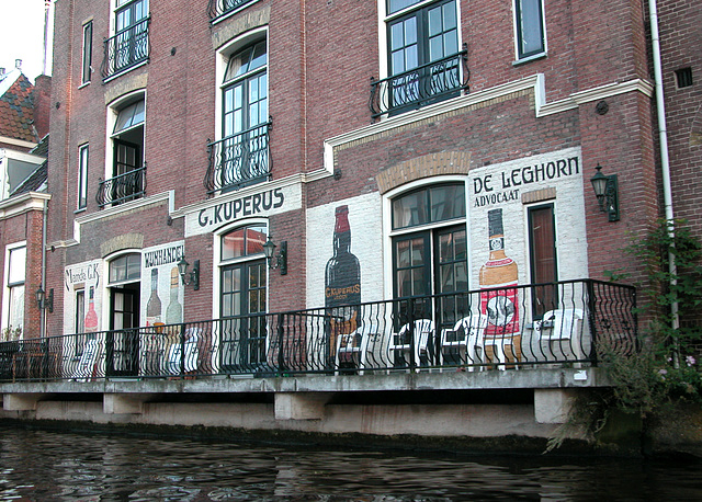 Boating in Leiden: Advertisement of a former liquor store