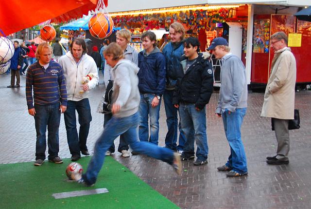 Leiden's Relief festivities 2008: footy boys