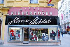 Viennese shop: Sweet girls
