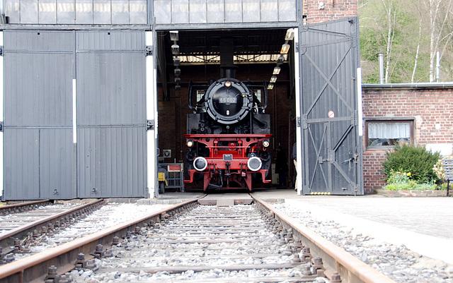 Engine 66 002