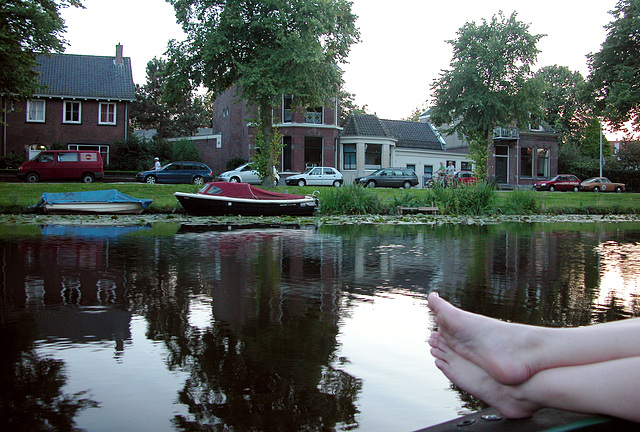Boating in Leiden: a picture for feet lovers