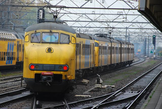 895 & 527 on their way to Hilversum