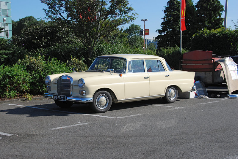 Mercedes meeting: 1964 Mercedes-Benz 190 D